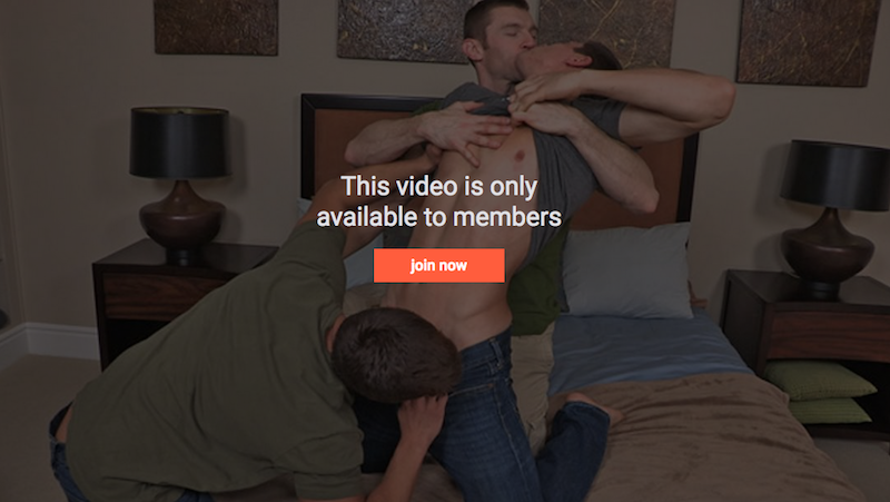 Bareback jock threesome with DP fucking