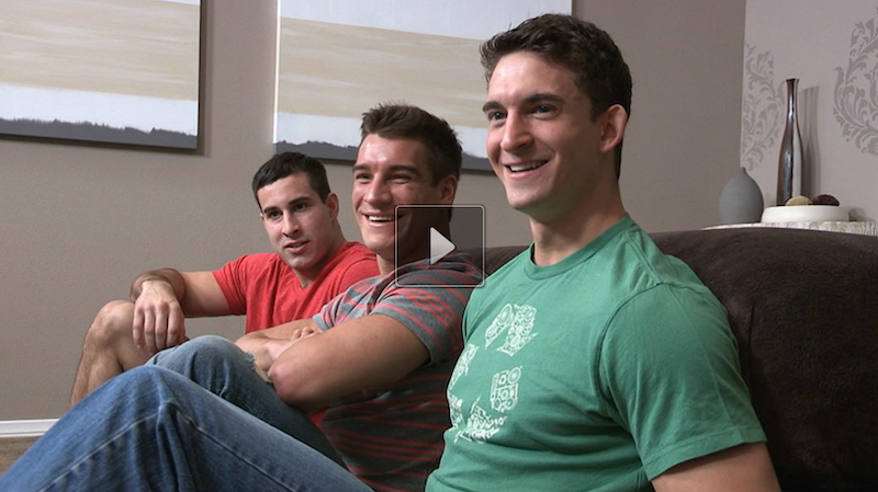 Bareback threesome jocks on video