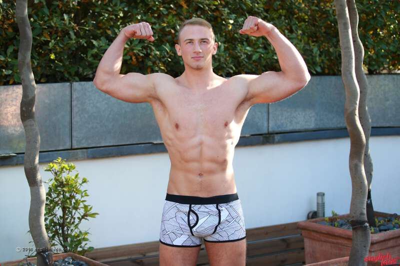 Straight Czech muscle boy David Kolar at Englishlads for his wanking debut