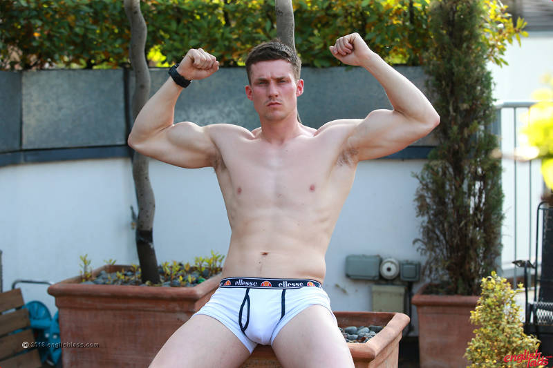 Straight muscle jock in a jerk off shoot